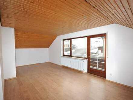 Charmante 3-Zimmer-Wohnung im Dachgeschoss mit zwei Balkonen