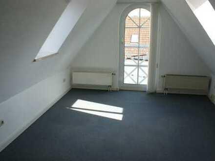 Exklusive, gepflegte 2-Zimmer-Dachgeschosswohnung mit Einbauküche in Kempten