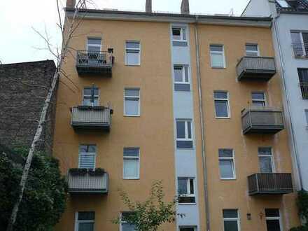 helle und sonnige 1-Zimmer-Dachgeschoss-Wohnung in Berlin-Weißensee mit Fernsehturmblick