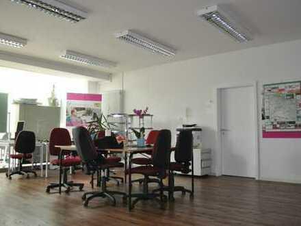 Helle Büro/Praxisräume im Zentrum von Deggendorf zu vermieten