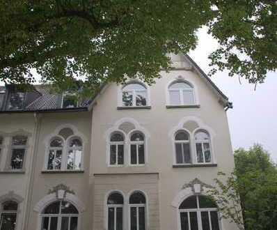Wohnen in einer Stadtvilla unter dem Dach mit Gartenanteil!