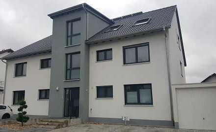 Neuwertige 4-Zimmer-Wohnung mit Terrasse in Karlsdorf-Neuthard