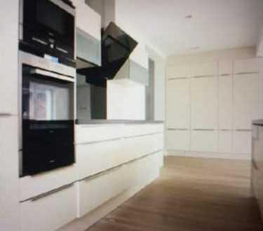 Exklusive, geräumige und neuwertige 5-Zimmer-Penthouse-Wohnung mit Balkon und EBK in Mannheim
