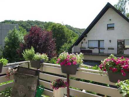 Sonnige und geräumige 3-Zimmerwohnung mit Balkon und Garage in Odenthal