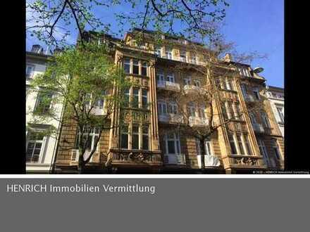 Aussergewöhnliche 4 Zi Wohnung in saniertem Altbau mit Lift und großem Balkon im Herzen Wiesbadens