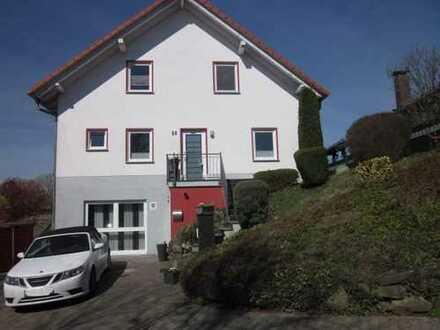 Gepflegtes Einfamilienhaus mit Garten und Stellplätzen in Bad König OT!