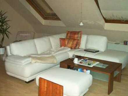 Günstige, gepflegte 3-Zimmer-Dachgeschosswohnung mit Balkon und Einbauküche in Pirmasens