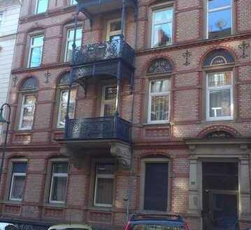 Gepflegte, lichtdurchflutete 4 Zimmerwohnung mit Balkon, Parkett und Gäste-WC nähe Bahnhof