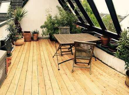Wunderschöne 42 qm Dachgeschosswohnung mit 12qm Dachterrasse in Köln Holweide