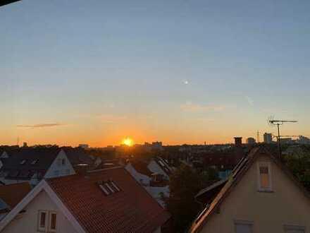 Blick über die Dächer: Stilvolle, renovierte 3,5-Zimmer-Maisonette-Wohnung m Balkon/EBK/Ofen