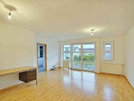 Helle 3 Zimmer Wohnung mit Terrasse