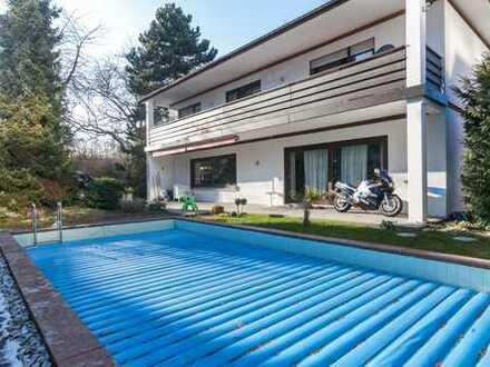 Tobias Grünert Immobilien # Großes Einfamilienhaus mit Pool in guter Alzeyer Lage