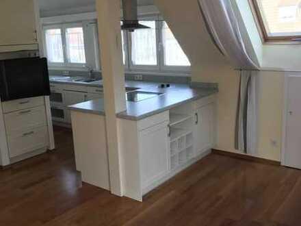 Exklusive, modernisierte 3,5-Zimmer-Maisonette-Wohnung mit Balkon und Einbauküche in Stuttgart