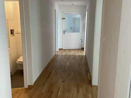 Gepflegte Wohnung mit viereinhalb Zimmern und EBK in Baden-Baden