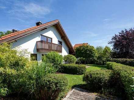 Haushälfte mit Einzelhauscharakter und großem Garten