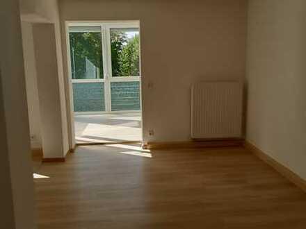 Neuwertige 3-Raum-Wohnung mit Wintergarten und kleinem Balkon an einem Zimmer in Amberg