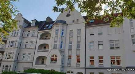 Kiel Nähe Blücherplatz:  Großzügige Penthousewohnung in sanierter Altbauvilla