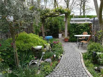Gepflegtes Reihenhaus, gehobene Ausstattung, Garten und Stellplatz