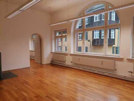 Preiswerte, geräumige und sanierte 5-Zimmer-Wohnung mit Balkon und EBK in Schramberg