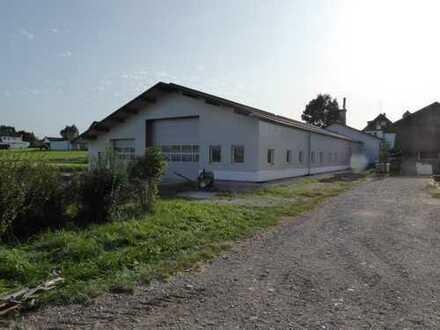 grossflächige Lager oder Produktionshalle in ruhiger Ortsrandlage