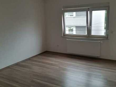 Helle 2-ZWhg. in frisch kernsaniertem Wohnhaus mit optimaler Lage
