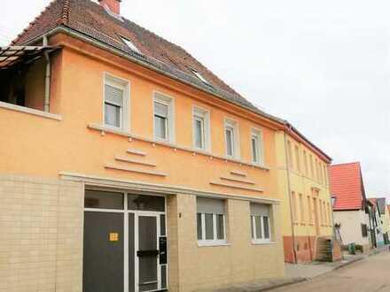 3-4 Parteienhaus mit großen Grundstück im Herzen von Neuhofen.