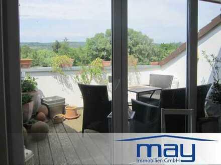 4 Zimmer Dachwohnung mit EBK, Tageslichtbad, Aufzug und Loggia