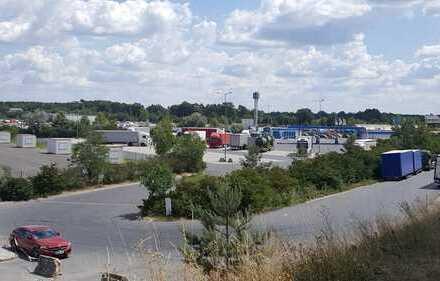 Lagerhalle/Großraumgarage 150 m² und 800 m² Asphalfl. direkt an A10 Abfahrt Niederlehme zu vermieten