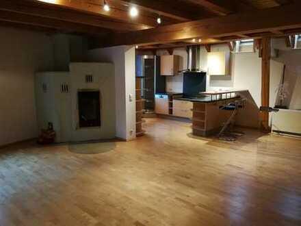 Gepflegte 4-Zimmer-Maisonette-Wohnung mit Garten und EBK in Hausen