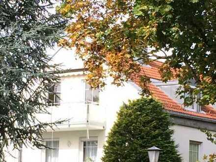 Herrliche DG-Wohnung, 3 Zi plus Wohnküche- M Bogenh. ruhig, sonnig mit sehr guter Verkehrsanbindung