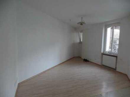 Zentral gelegene 1 Zimmerwohnung im Hinterhaus zu vermieten