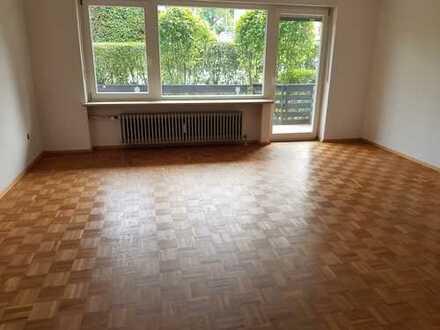 TOP Lage Neuwertige 4-Zimmer-Wohnung mit Balkon und Einbauküche