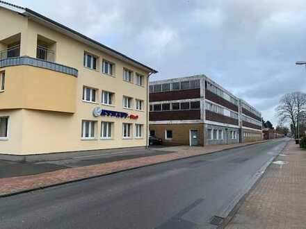 Gewerbehallen mit Büro-/Wohngebäude