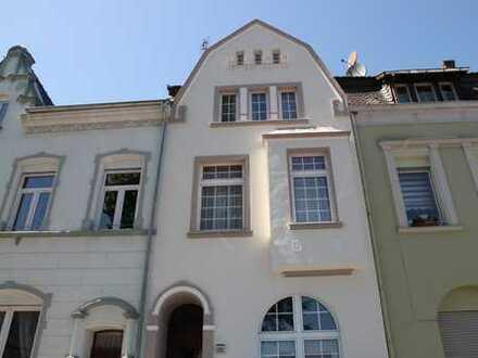 Elsdorf : Bezauberndes 20er Jahre Gebäudeensemble mit interessanter Rendite!