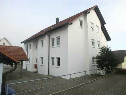 Vollständig renovierte 3-Zimmer-Dachgeschosswohnung mit Balkon und Einbauküche in Inzigkofen