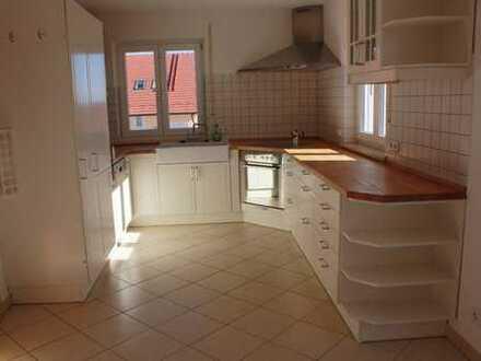 Schöne helle 4-Zi-Wohnung mit Balkon und EBK
