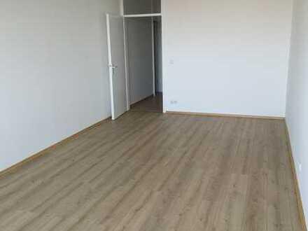 Neu renovierte 1-Zi. Wohnung in München (Kreis), Unterschleißheim, Küchenzeile, Badewanne, Weitblick