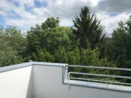 Helle sonnige 2-Raum DG-Whg. mit EBK und Eßplatz - Süd-Terrasse kompl. modernisiert