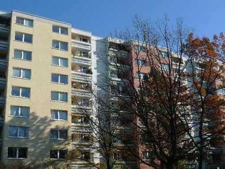 Vermietete helle 2-Zi-Wohnung mit Balkon und TG in Neuperlach. Top für Investoren!