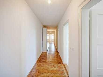 Maxvorstadt - Charmante 3-Zimmer-Altbauwohnung mit großem Balkon, Parkett,TG-Stellplatz! WG tauglich
