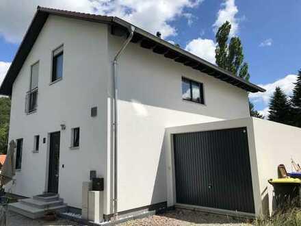 Verkauf eines neuen und schönen Einfamilienhaus in energieeffizienter Bauweise mit Garten und Garage