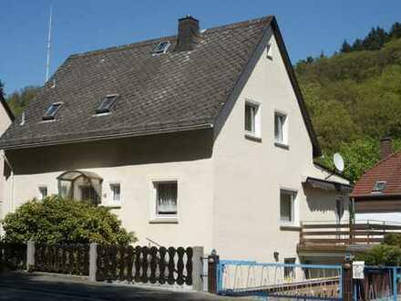 Schönes Einfamlienhaus in ruhiger Waldrandlage.