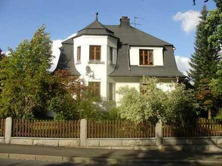 Villa mit ca.200 qm Wohnfläche und ca. 2400 qm Grundstück, verkehrsgünstig und ruhig gelegen