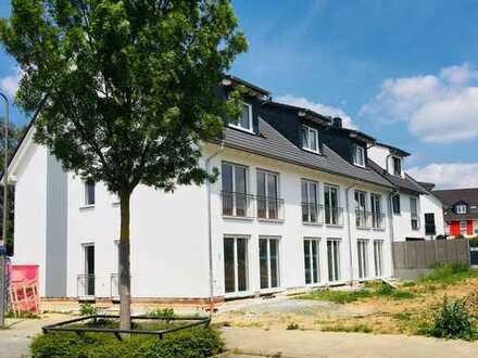 Schönes, geräumiges Reihenhaus, Erstbezug mit fünf Zimmern in Frankfurt am Main, Harheim