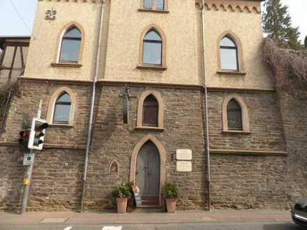Weinstube und große 4 Zimmer Wohnung im ehemaligen kleinen Kloster in Bad Camberger Bestlage!