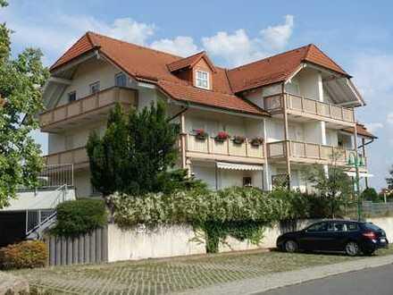 Moderne Dachgeschosswohnung mit Balkon und Tiefgarage in Niederau/ OT Ockrilla