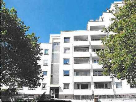 Gepflegte 1,5-Zimmer-Hochparterre-Wohnung mit Balkon und Einbauküche in Maintal Bischofsheim