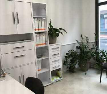 Renoviertes 2 Zimmer Büro mit Fensterfront