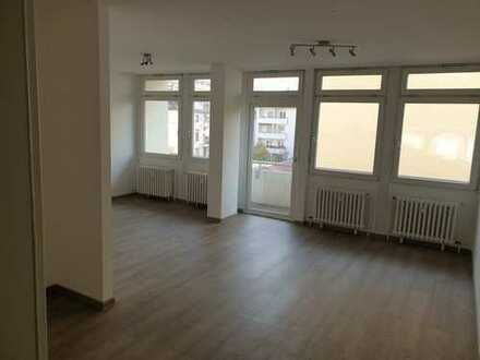 ERSTBEZUG - Hübsche 2 ZKB mit offener Küche, Ankleide und Sonnenbalkon. Gepflegtes Haus in Lu Mitte