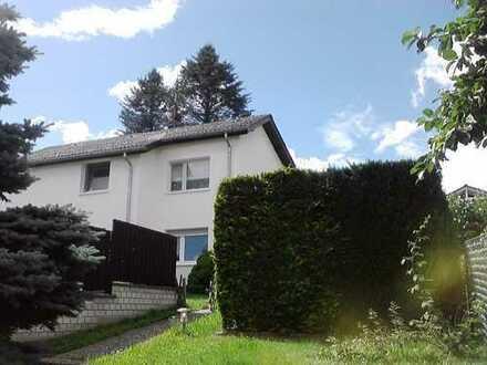 Freistehendes 1-2 Familienhaus mit sieben Zimmern in Hochtaunuskreis, Friedrichsdorf